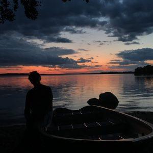 kväll vid sjön